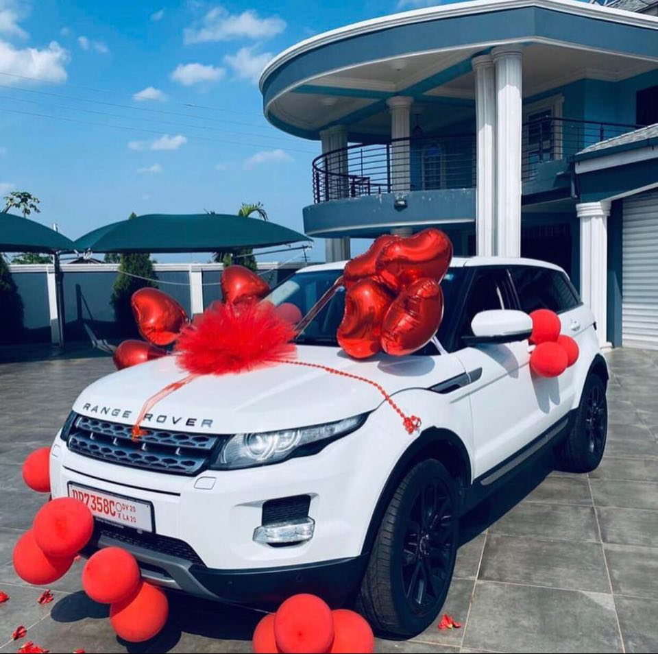 ghanaian-player-patrick-twumasi-buys-brand-new-range-rover-car-as-birthday-gift-for-his-wife
